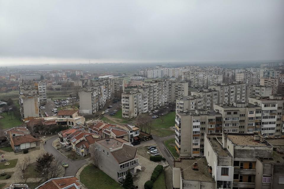 Планови ремонти на мрежата ниско напрежение ще се извършват днес в боляровското село Попово, съобщават от електроразпределителното дружество. По тази причина...