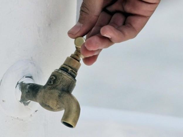 """Поради отстраняване на аварии е временно прекъснато водоснабдяването в гр.Ямбол на ул.""""Перелик"""" и в ж-к.""""Гр.Игнатиев"""" бл.94. Екипите на """"ВиК"""" работят..."""