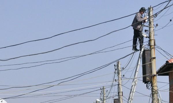 В боляровските села Ситово и Иглика и в елховските Раздел, Лалково и Славейково днес спират тока, заради планирани ремонти по електропреносната мрежа....