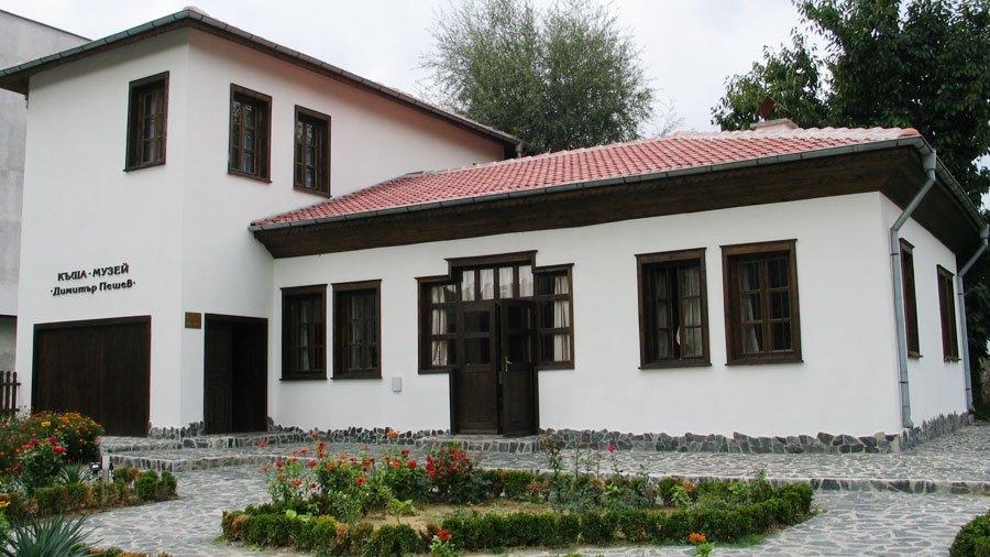 """Историческият музей в Кюстендил представя онлайн трите най-известни и действащи къщи-музеи в града - """"Ильо войвода"""", """"Димитър Пешев"""" и Емфиенджиевата къща,..."""