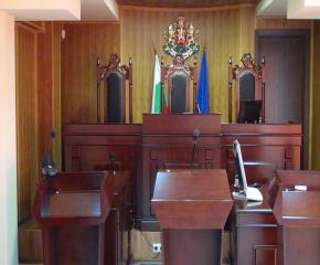Ламтеж за имоти докара присъди за двама
