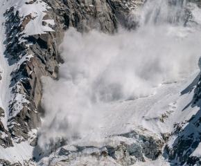 Лавинната опасност в планините остава висока