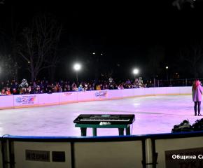 Ледената пързалка вече радва жителите и гостите на Сливен