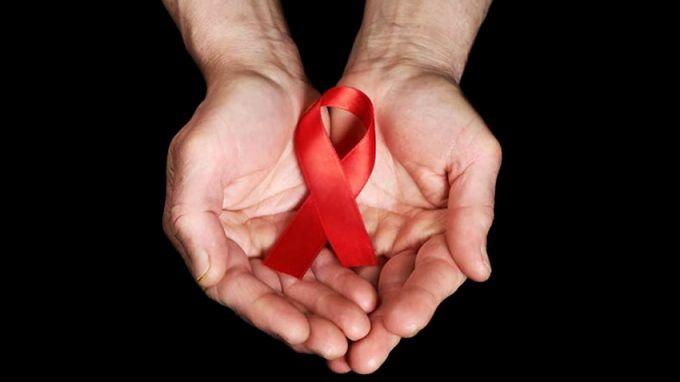 Мъж от Лондон е вторият човек в света, който е излекуван от ХИВ, съобщиха лекари, цитирани от Би Би Си. Адам Кастилехо е здрав повече от 30 месеца, след...