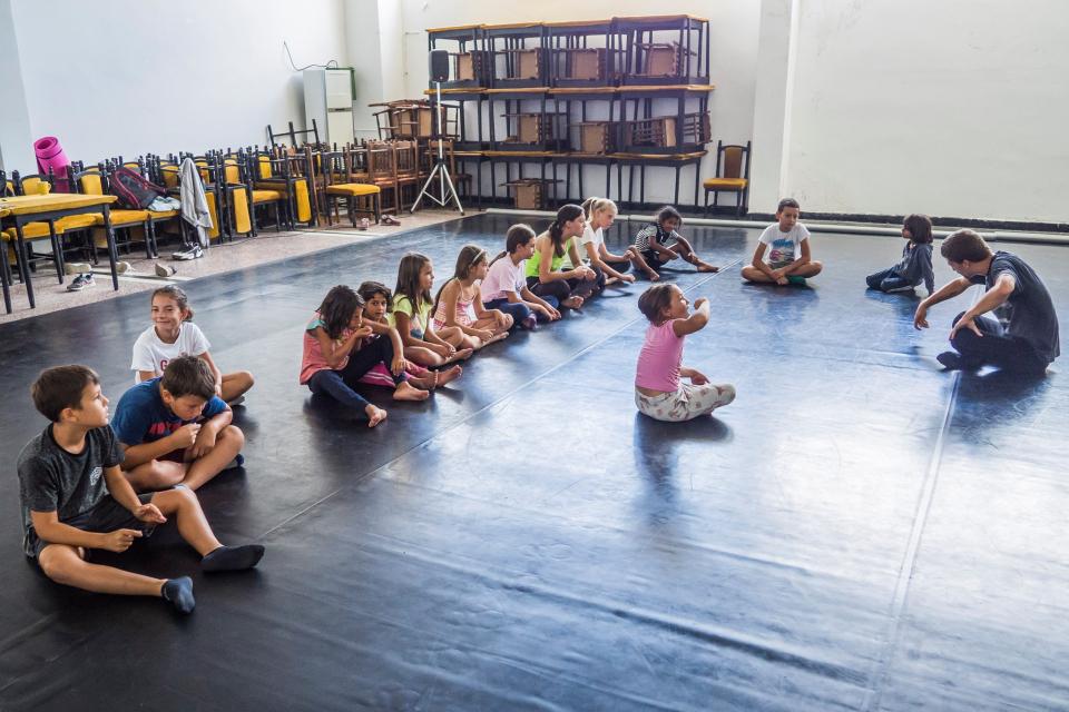 """Летни творчески работилници в село Воден ще организира сдружение """"Атом Театър"""". Целта е да срещне децата и младежите от село Воден с професионалисти от..."""