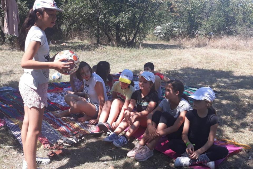 """Народно читалище"""" Изгрев"""" село Джинот организира неделно забавление за деца на различни възрасти. Инициативата беше проведена в местността """"Баирчето"""" в..."""