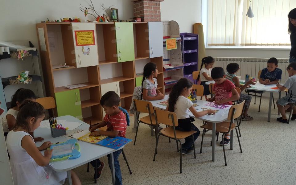 Лятното училище, организирано от Общностен център-Сливен, ще продължи и през месеците юли и август. В него могат да се включат деца в предучилищна възраст...
