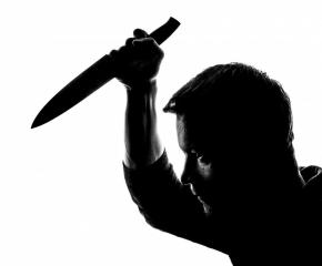 Любовна драма! Мъж нахлул с нож в шивашки цех, вдигнал скандал на жена и намушкал шефа й