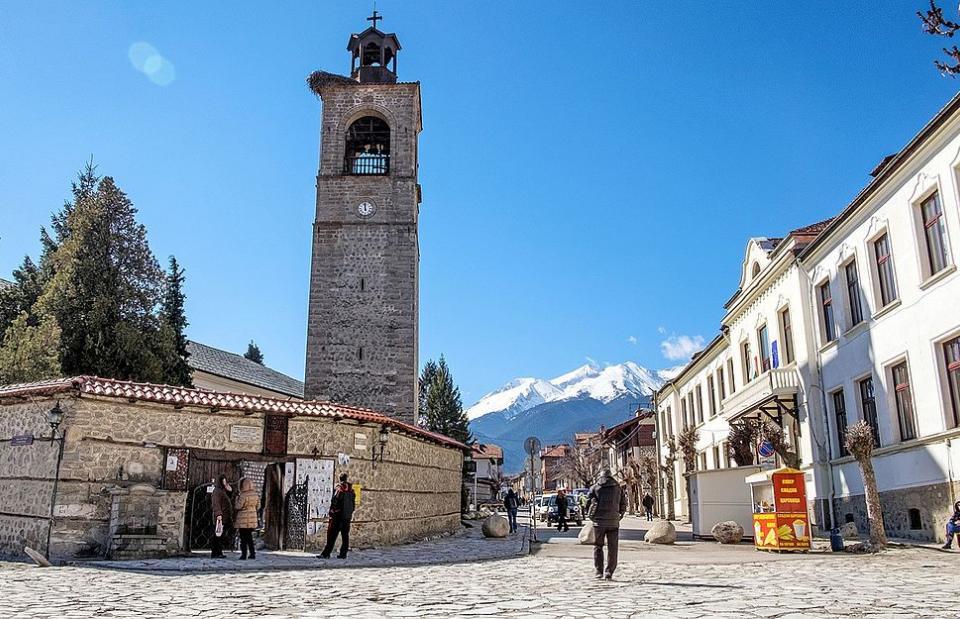 С много малко студенти и без сняг Банско посреща 8 декември. Тази вечер започват масови проверки в местата за настаняване в целия туристически район,...