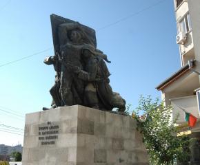 Майки от Ямбол изпращат децата си срещу турците по време на Априлското въстание
