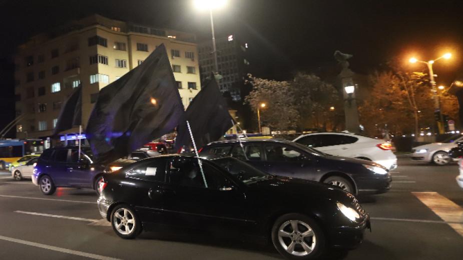 """Довечера от сградата на Народното събрание ще тръгне второ протестно автошествие на майките от движението """"Системата ни убива"""" с искане Валери Симеонов..."""