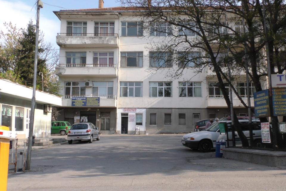 """МБАЛ """"Св. Пантелеймон"""" в Ямбол получи като дарение от Югоизточното държавно предприятие в Сливен апарат за озонотерапия, съобщиха от лечебното заведение.Апаратът..."""