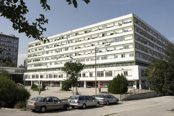 Три медицински сестри от Спешното отделение на УМБАЛ Бургас изразиха своето недоволство в социалните мрежи заради неизплатени 1000 лева, за борбата с коронавируса....