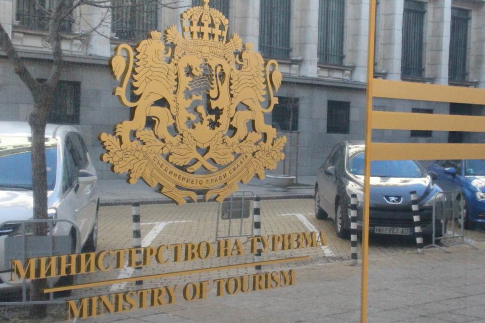 Министерството на туризма ще бъде затворено на 6 август заради служител с коронавирус. Това съобщиха от пресцентъра на министерството, цитирани от БНТ. Служителка...