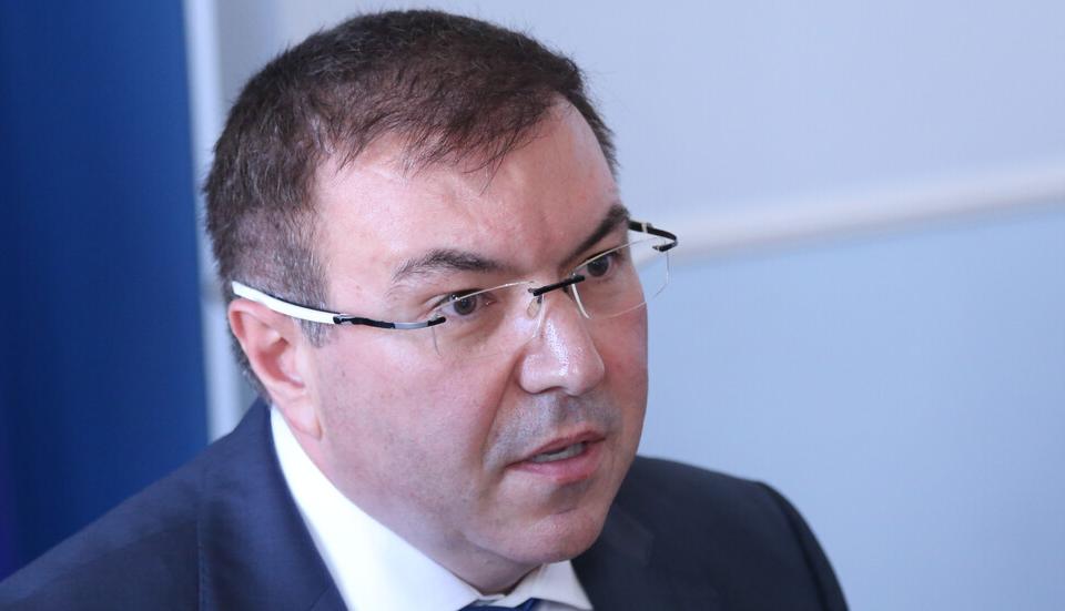Грозна лъжа е, че в областните градове ще бъдат изградени КПП-та и държавата ще бъде затворена. Това заяви министърът на здравеопаването проф. Ангелов...