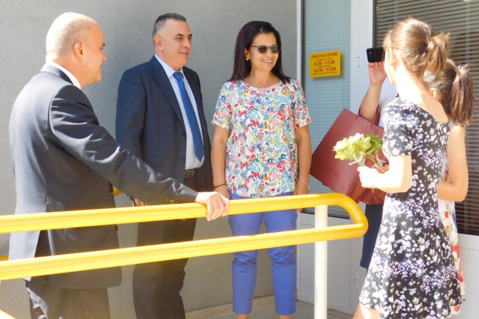 Социалният министър Бисер Петков и кметът на Сливен Стефан Радев посетиха днес Центъра...