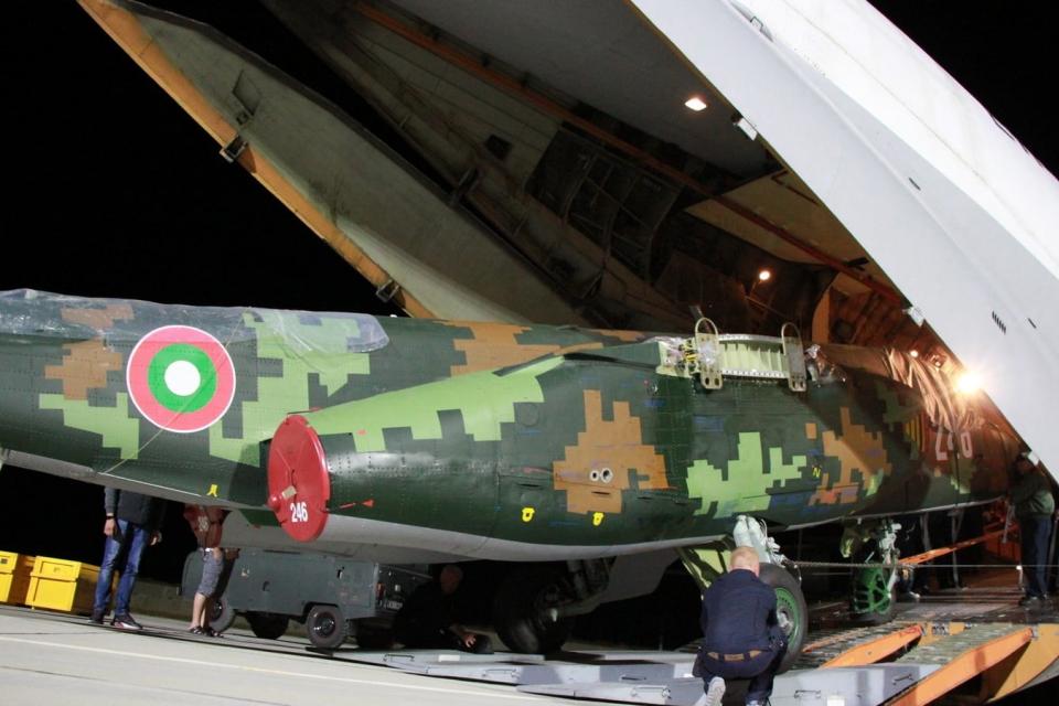 """Министърът на отбраната Красимир Каракачанов ще инспектира днес ремонтираните и възстановени самолети СУ-25 в авиобаза """"Безмер"""". На събитието ще присъстват..."""