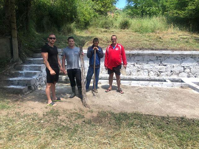 На 3 и 4 юни земеделският производител Велко Велков и работниците от неговото земеделско стопанство окосиха тревата и изхвърлиха натрупаните отпадъци...