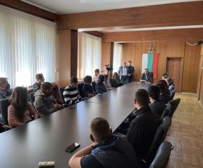 Младежите от бъдещия Младежки парламент на Ямбол се срещнаха с кмета Валентин Ревански
