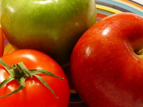Само 26 процента от ябълките, които се предлагат на българския пазар, са произведени у нас, съобщават от БНР. Останалите са вносни, сочат данните от доклад...