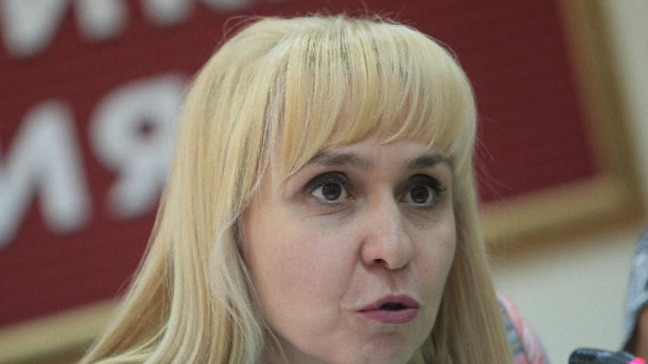 Омбудсманът Диана Ковачева препоръча на трите мобилни оператора у нас да не спират достъпа на граждани до мобилни и стационарни услуги по време на извънредното...