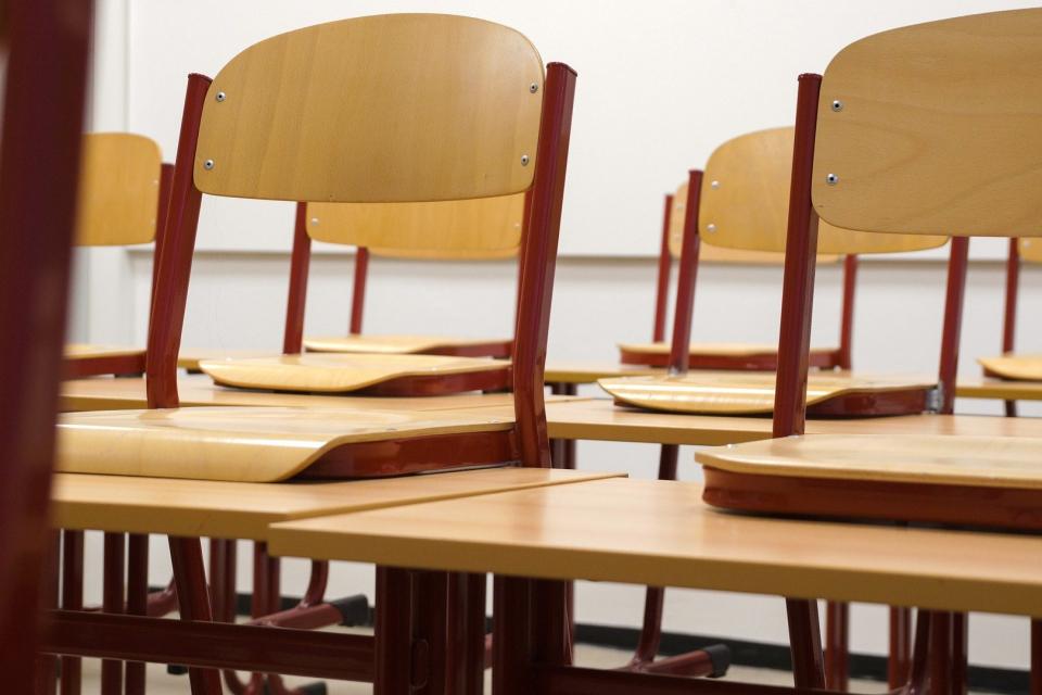 Министърът на образованието и науката в оставка Красимир Вълчев нареди в периода от 1 до 31 май обучението на учениците от 5 до 12 клас, записани в дневна,...