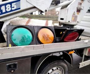 """Монтират нови светофари на кръстовището до """"Ловен дом"""" - Ямбол"""