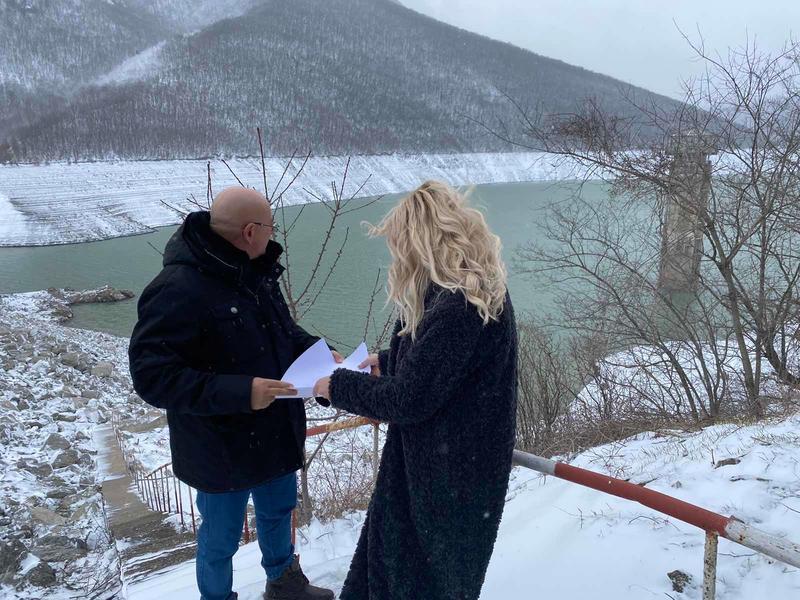 """Министърът на околната среда и водите Емил Димитров провери състоянието на язовир """"Асеновец"""", от който Сливен се снабдява с питейна вода. В момента язовирът..."""