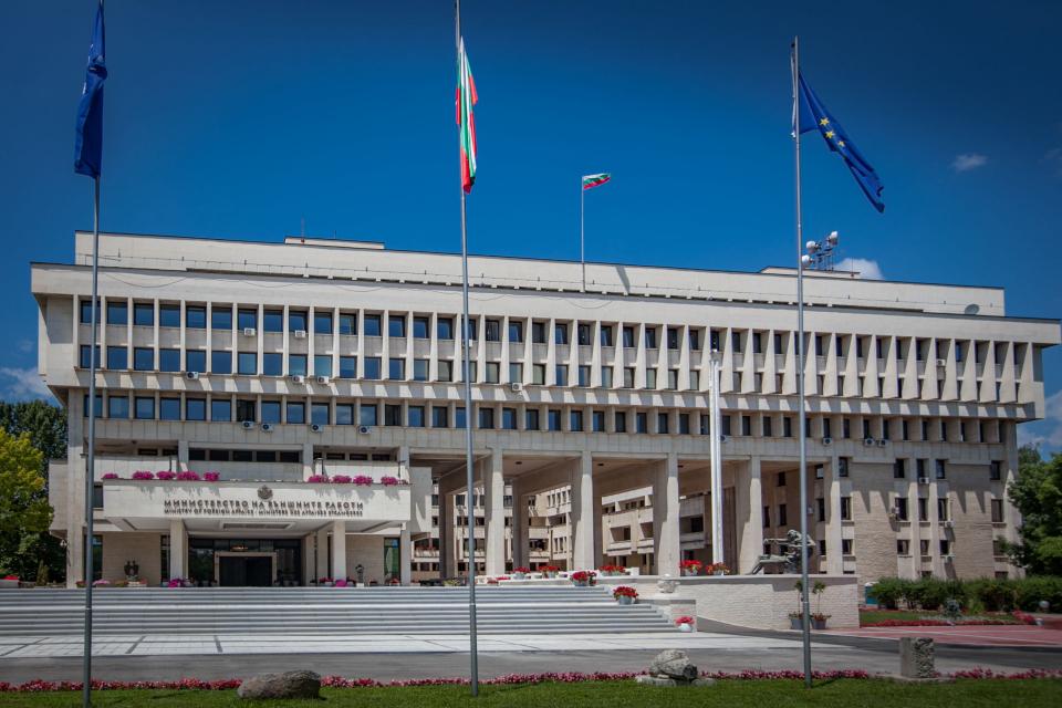 От Министерството на външните работи (МВнР) разпространиха предупреждение към българските граждани да се въздържат от пътувания до Германия, съобщават...