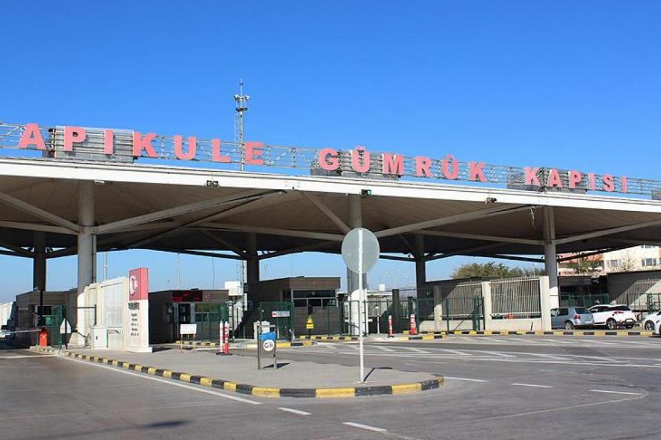От 20 май Турция ще пропуска свободно всички български граждани, нуждаещи се от лечение в турски болници, с до двама придружители без те да бъдат поставяни...
