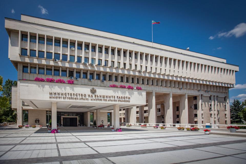 Министерството на външните работи започва да публикува на сайта си актуалните данни за обстановката, условията за преминаване на граници и влизане в съответните...