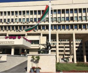 МВнР зове българите да не пътуват в чужбина или към България