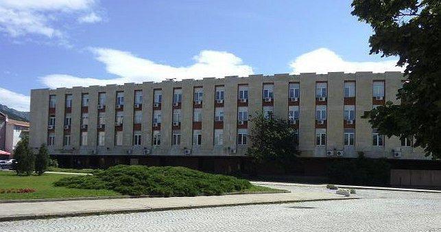 На мястото на закритите районни прокуратури в Котел и Нова Загора се откриват териториални отделения, съобщиха от Районна прокуратура - Сливен.Промяната...