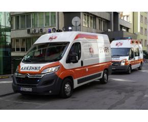 Мъж, болен от коронавирус, издъхна в линейка, чакайки да бъде приет в болница