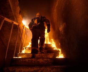 Мъж е пострадал при пожар