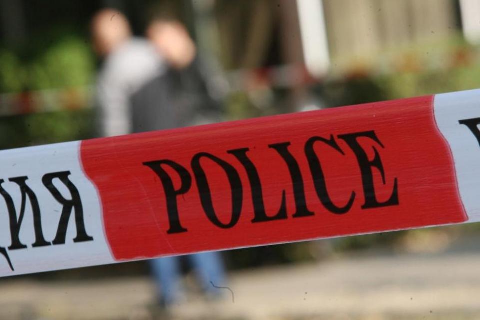Инцидент от изминалата нощ. Охранител и минувач са били намушкани с нож от мъж, нахлул в оръжеен магазин. Случаят е от Горна Оряховица, съобщиNOVA.Около...