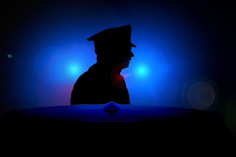 """Криминално проявен извършил грабеж на голяма сума пари е установен и задържан от служители на сектор """"Криминална полиция"""" при районното управление в Пазарджик...."""