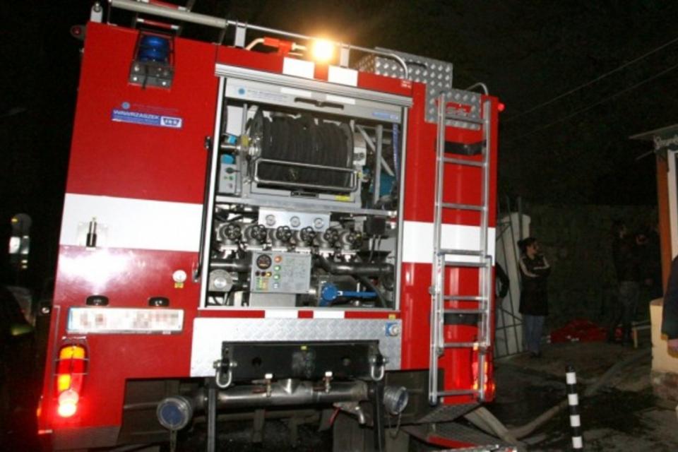 38-годишен мъж пострада при пожар в апартамент в Ямбол снощи. Сигналът е получен в 19:26 часа. При произшествието е пострадал мъж на 38 г., с изгаряния...