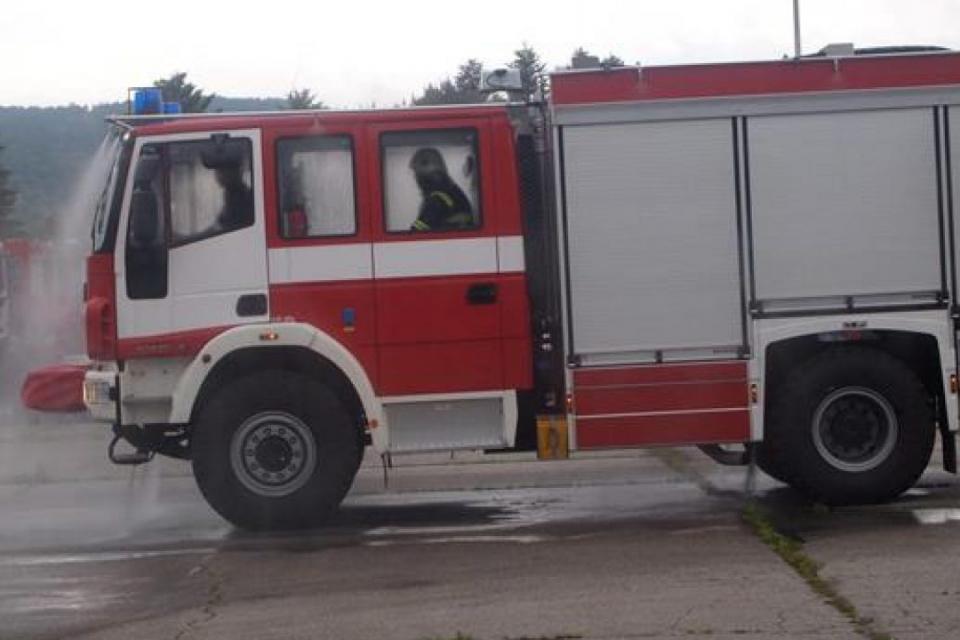 """73-годишен мъж почина, а млада жена пострада при пожари вчера, съобщават от Главна дирекция """"Пожарна безопасност и защита на населението"""".  26-годишна..."""
