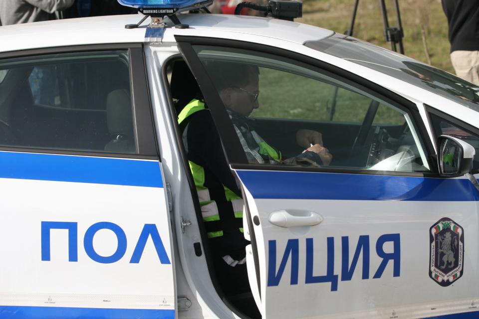 На 17 февруари, в 16,22 часа, от тел.112 е получен сигнал за настъпило пътно произшествие на път І-7, километър 223, посока село Мокрен. Лек автомобил...