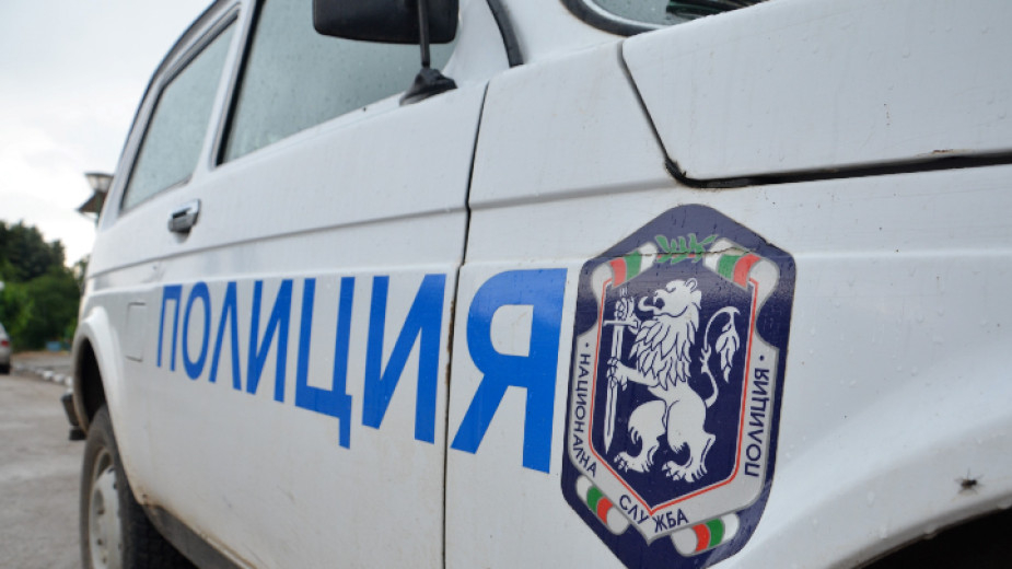 Мъж от Средец загина при катастрофа между лек и товарен автомобил на пътя Елхово - Бургас. Пътното произшествие е станало на прав участък при спускане,...