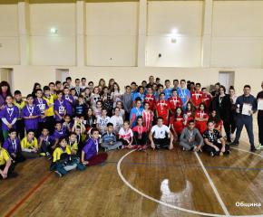 Над 100 ученици в Сливен се включиха в спортен коледен турнир (снимки)