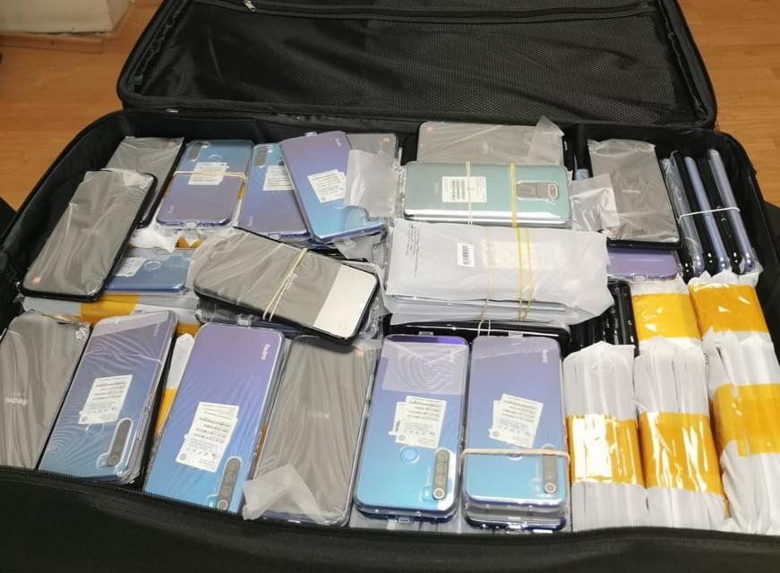 Голямо количество от 1005 броя недекларирани смартфони и 960 броя аксесоари за тях задържаха митнически служители от Териториална дирекция Южна морска,...