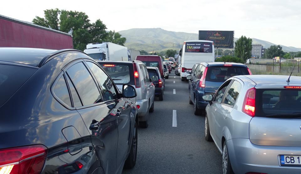 """В първия ден на Новата година изтича валидността на 14 067 годишни електронни винетки за леки автомобили, съобщиха от Агенция """"Пътна инфраструктура"""" /АПИ/...."""