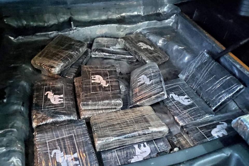 Над 18 кг кокаин задържаха митнически служители на ГКПП Малко Търново. Случаят бе оповестен на съвместен брифинг с Окръжна прокуратура – Бургас. Окръжна...