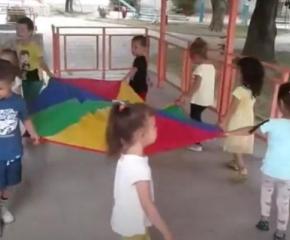 """Над 300 деца се включиха в сливенския фестивал """"Сливенски вятър"""""""