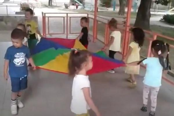"""Над 300 деца от детски градини в Сливен се включиха в петото издание на театралния фестивал """"Сливенски вятър"""", съобщава сайтът Наблюдател. Общо 23 групови..."""