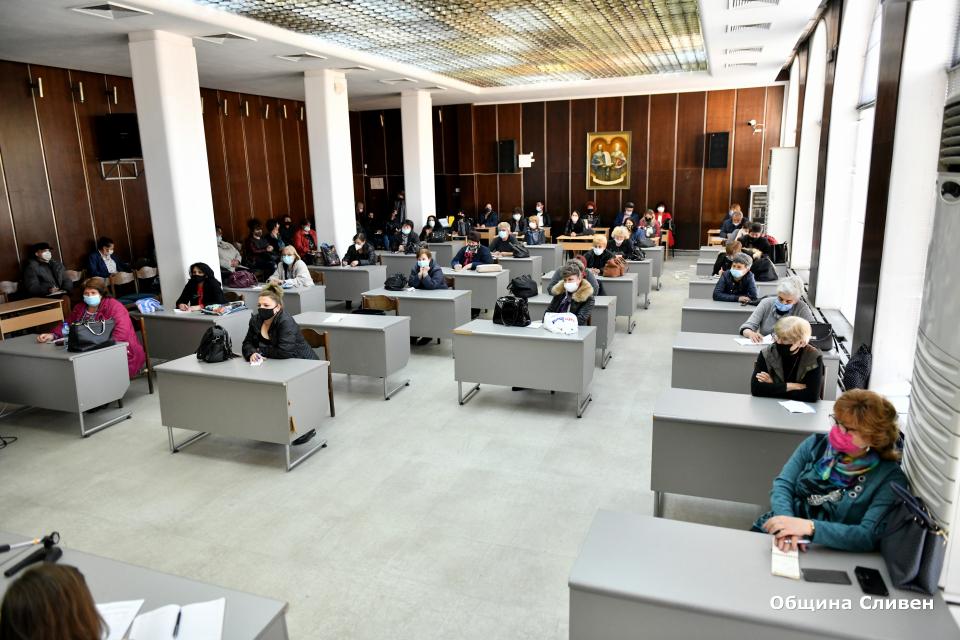 """54 читалища в община Сливен ще получат държавна субсидия за 2021 г. Това стана ясно след провелата се среща в зала """"Май"""" на представители на културните..."""
