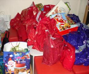 Над 700 подаръка са получили ученици в неравностойно положение в Сливенско от свои връстници