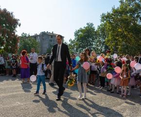 Над 7500 ученици влязоха в класните стаи в Ямбол (Снимки)